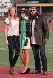 sadie robertson homecoming hair favorite sadie and her parents love her hat sadie robertson