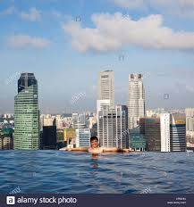 sands skypark infinity swimming pool on the 57th floor of marina
