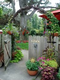 entry way arch working on one of these with kudzu vines started