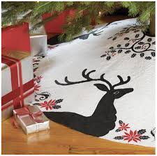 my tree skirt pattern is now available on the quilting