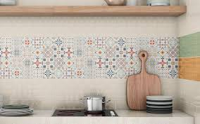 wandfliesen küche fliesenspiegel in der küche ideen mit patchwork mustern