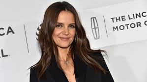 katie holmes has a new short haircut u2014 see the gorgeous look