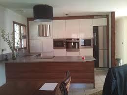 cuisine blanc et noyer cuisine blanc noyer photos de design d intérieur et décoration