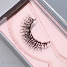 Eyelash Extensions Natural Look Synthetic Lashes Vs Mink Lashes What U0027s More Natural Looking