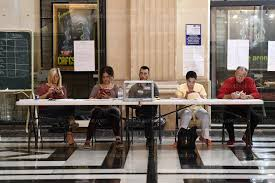 assesseur bureau de vote monde les photos du scrutin que vous ne vous attendiez pas