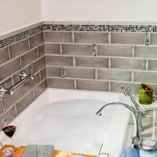 Photos HGTV - Bathtub backsplash