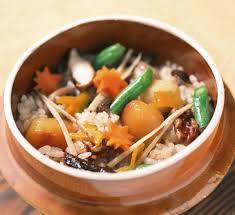 cuisine japonaise traditionnelle riz pilaf japonais traditionnel kamameshi au cuiseur à riz