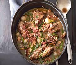 cuisiner un coq coq au vin recette coq délicieuses recettes et le coq