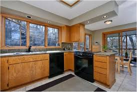 what paint color goes with golden oak cabinets kitchen paint colors with golden oak cabinets