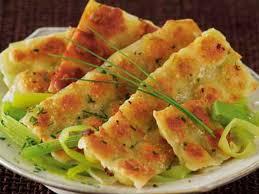 que cuisiner avec des poireaux ravioles grillées sur fondue de poireaux recettes femme actuelle