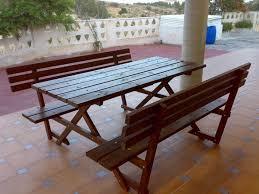 tavoli e sedie da giardino usati tavoli da giardino usati tavoli e sedie di colore marrone con un