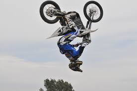 motocross freestyle tricks land a dirt bike trick cool bike tricks pinterest dirt