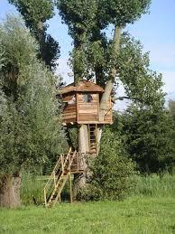 bauanleitung fã r treppen baumhaus garten bauen treppe rundes fenster baumhaus