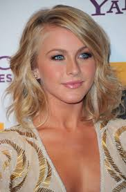 how does julienne hough style her hair julianne hough medium wavy cut julianne hough hair julianne