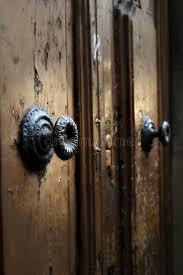 maniglie porte antiche dettaglio medievale medievale della maniglia di porta sulle porte