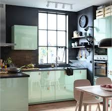 cuisine pastel une cuisine vert pastel laquée pour une pièce moderne et déco