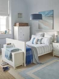 maritimes schlafzimmer sandige beige und töne geben einen ruhigen hintergrund vor