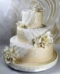 goldene hochzeitstorten weisse und cremeweisse torten romantische torte in perlmutt