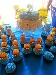 minion cupcake cake despicable me minion cupcakes savor food