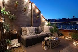 canapé balcon décoration balcon toit terrasse canapé résine table caisse bois