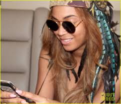 Beyonce Coachella by Beyonce Flaunts Her Gold Apple Watch At Coachella Photo 3351810