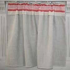 tringle rideau cuisine rideau sous évier style basque rayures couleur rouges