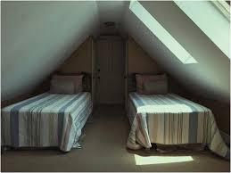 Schlafzimmer Aus Holz Dachfenster Gestalten Mit Köstlich Badezimmer Wandverkleidung