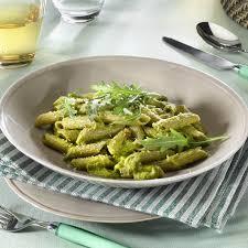 cuisiner le brocolis frais la recette des pâtes aux brocolis et crème parmesane en vidéo