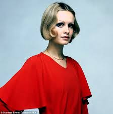 twiggyhairstyles for straight hair 1960 s twiggy s life in 15 hairstyles daily mail online