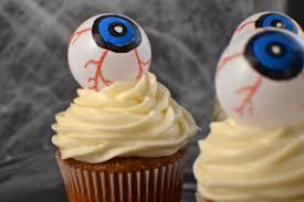 halloween treat eyeball cupcake toppers revamperate
