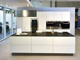 moderne kche mit kleiner insel modernes wohndesign schönes modernes haus idee küche mit moderne