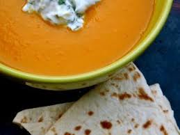 cuisiner avec du gingembre soupe de carotte au safran orange avec une creme de fromage blanc
