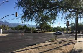 Northside Lighting Woman Fatally Struck By Truck In Crash On Tucson U0027s North Side