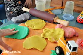 pate a modeler cuisine fabriquer sa pâte à modeler maison comme le play doh du magasin