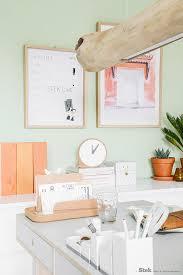 bureau of met werkplek inspiratie hout kurk en kleur stek woon lifestyle