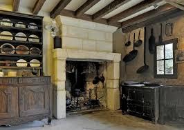 cuisine paysanne cheminée en tuffeau dans la cuisine photo de musee paysan du