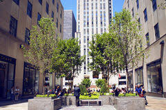 Rockefeller Center Summer Garden - channel gardens at rockefeller center editorial stock image