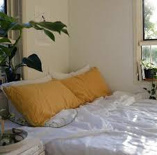 yellow bedroom decorating ideas best 25 yellow bedrooms ideas on yellow room decor