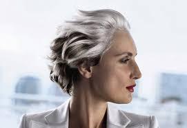 coupe cheveux gris coupe courte femme 2015 selon l âge 20 idées par les
