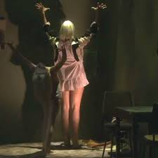 Sia Singing Chandelier Live Sia Performs Live Version Of Chandelier On Us Tv