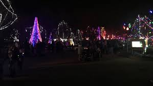 columbus zoo christmas lights free admission in exchange for canned goods on opening day at