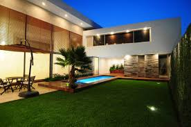 modern house backyard