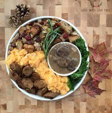 vegetarian thanksgiving stuffing garlicky mashed potatoes mushroom gravy gluten free option