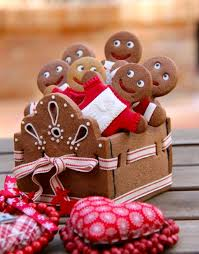 32 delicious gingerbread home decorations digsdigs