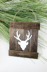 35 Things You Can Design - mini deer pallet ornament a giveaway love create celebrate