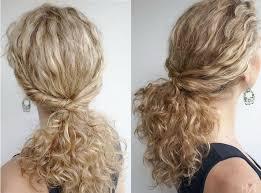 Hochsteckfrisurenen Selber Machen Locken by Schulterlanges Lockiges Haar Zu Einem Pferdeschwanz Binden