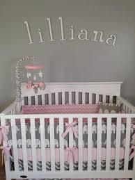 deco chambre bebe fille gris idée déco chambre bébé sympa et originale à motif d éléphant
