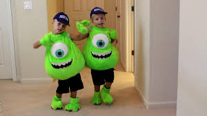halloween costumes for family of 3 with a baby kids 72 costume runway show youtube
