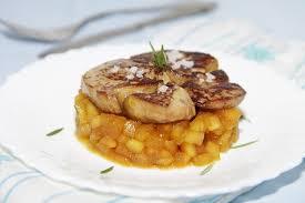 cuisiner du foie recette de foie gras poêlé pommes caramélisées et romarin la