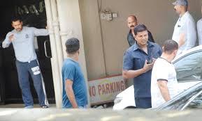 Aamir Khan Home Kareena Kapoor Khan And Varun Dhawan Visit Salman Khan At His